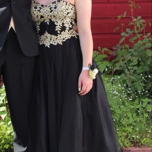 Dresses & Skirts - Beautiful Black and Gol Prom Dress